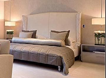 и кровать в мастер-спальню