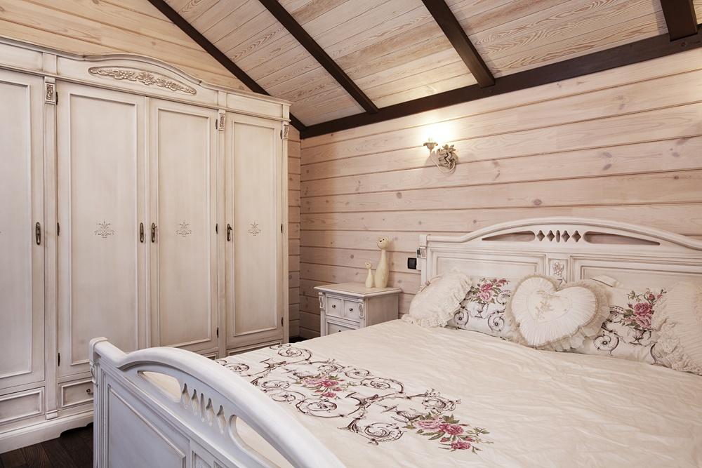 Как оформить интерьер деревянного дома